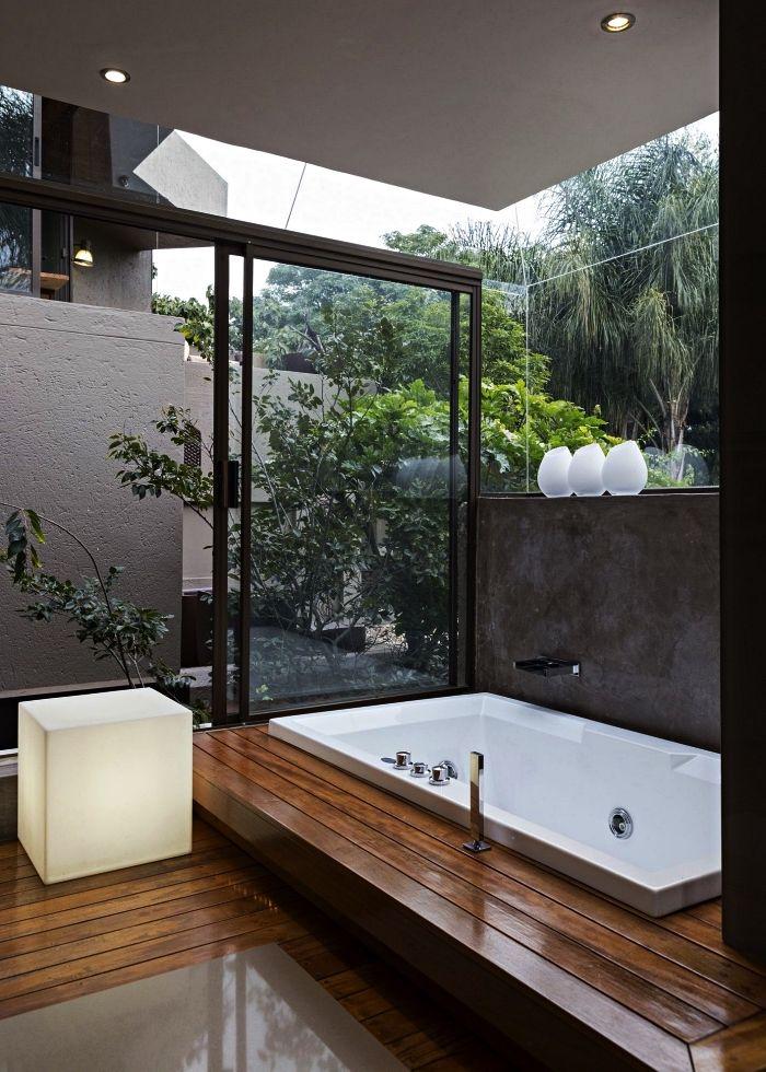 baignoire avec vue sur jardin