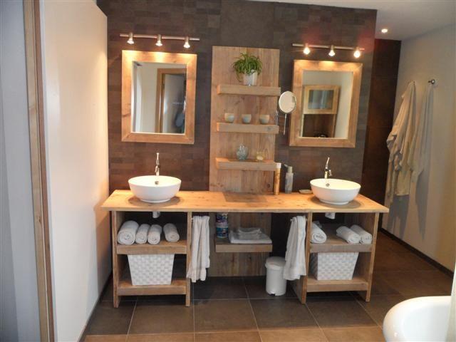 Salle de bain originale en bois