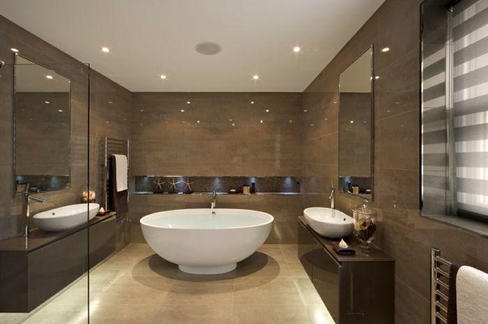 baignoire ronde au centre salle de bain