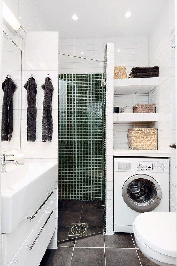 petite salle de bain avec machine à lever et douche italienne