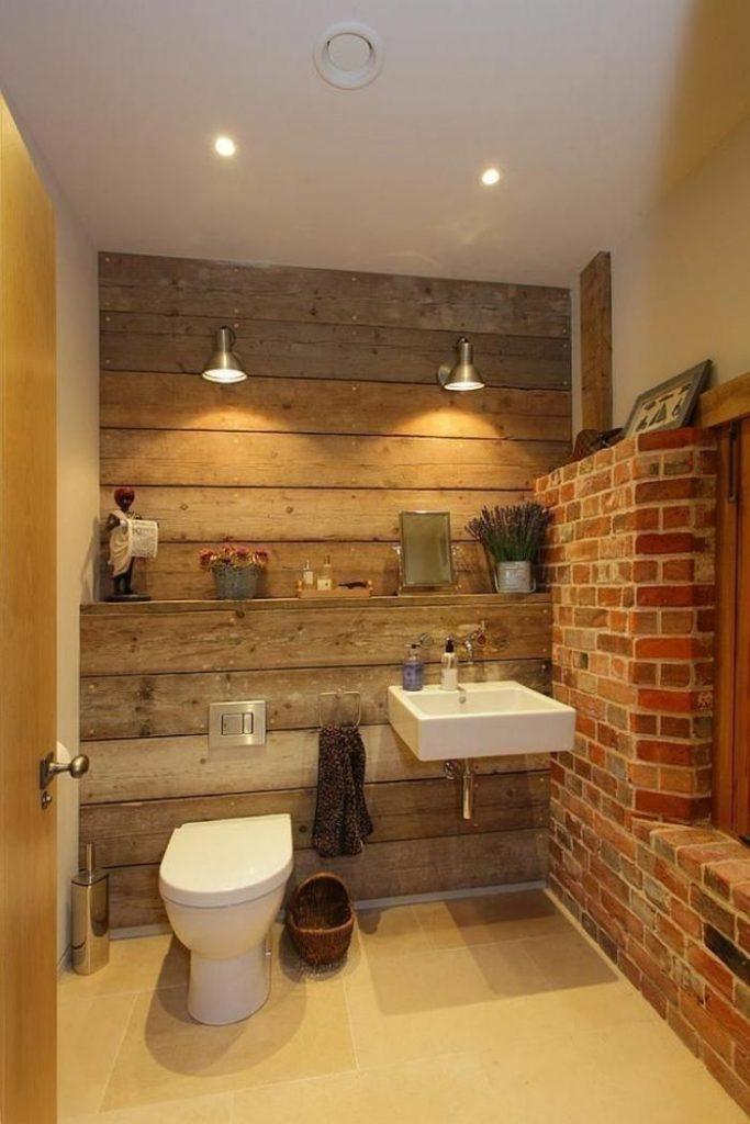salle de bain rustique bois et brique