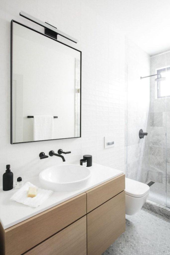 Salle de bain touches de noir
