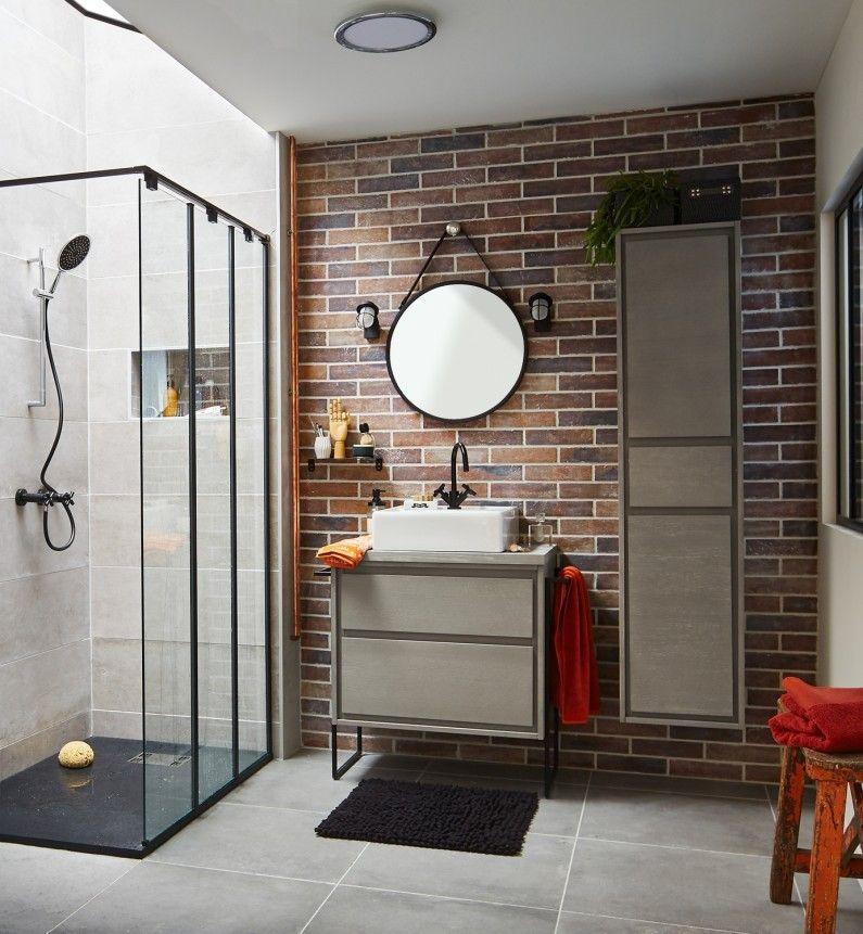 salle de bain industrielle avec finitions noires