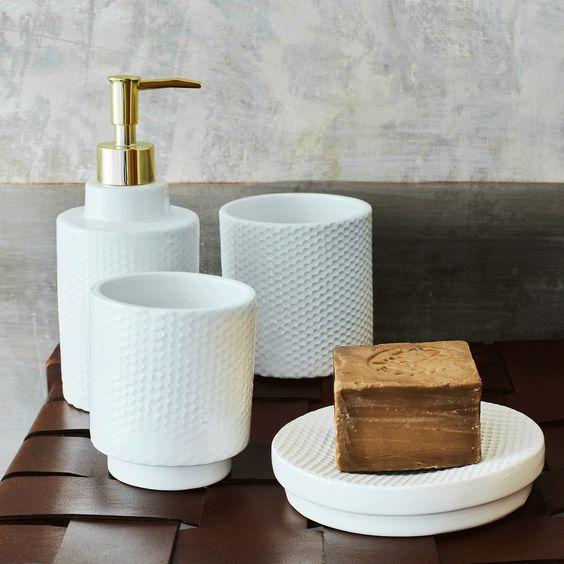accessoires salle de bain et savon