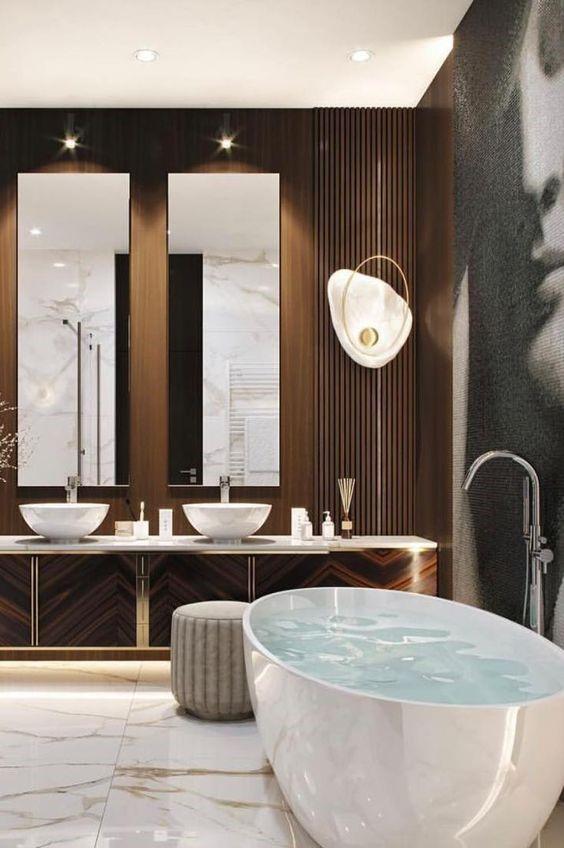 baignoire ilot dans salle de bain marron avec deux vasques à poser