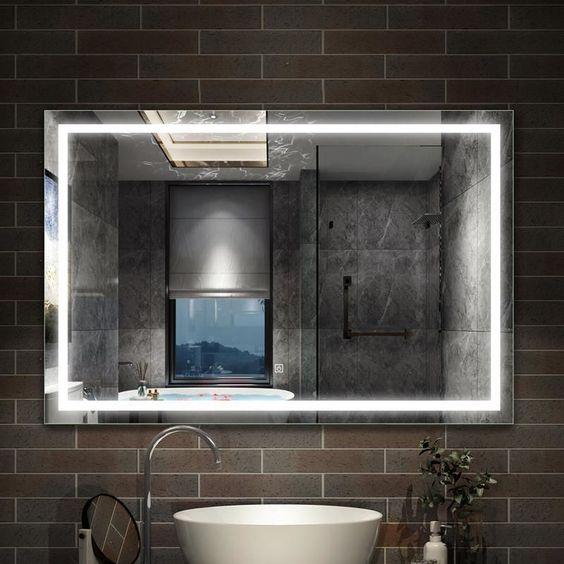 miroir lumineux sur mur en carrelage