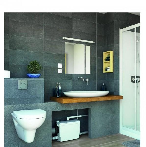 salle de bain avec toilettes sanibroyeur et plan de toilette