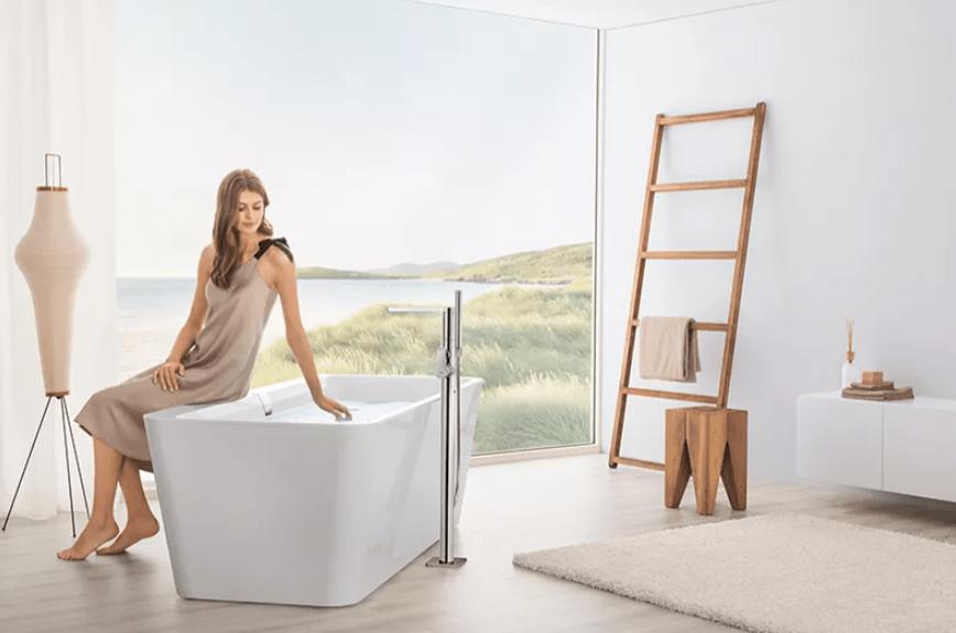 femme assise sur baignoire