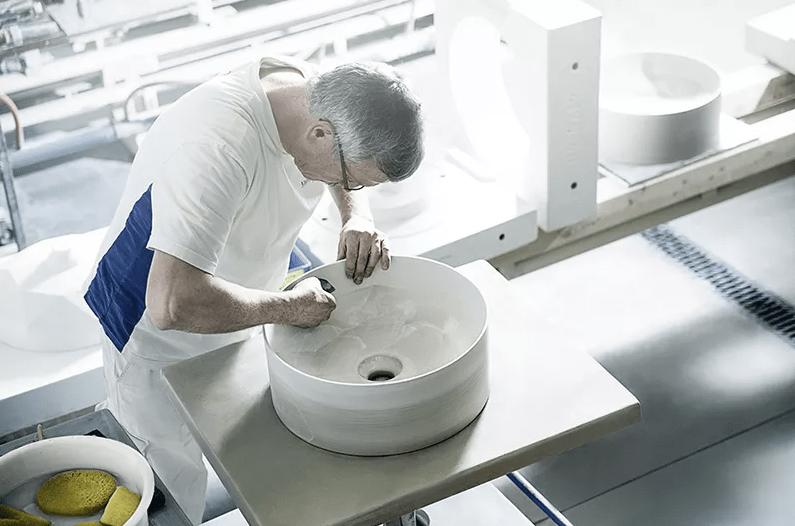 Artisan villeroy & boch sur vasque