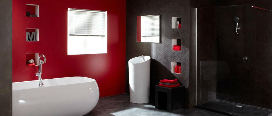 salle de bain peinte en rouge