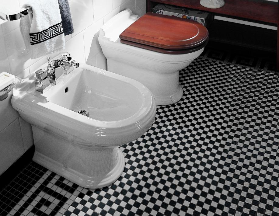toilette et bidet sur pied