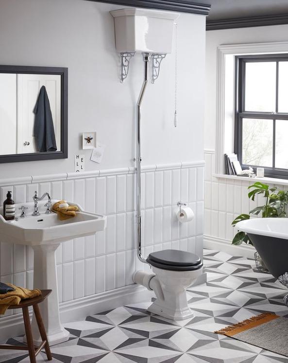 toilettes avec reservoir haut et abattant de toilette gris