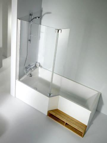 douche baignoire avec une marche en bois