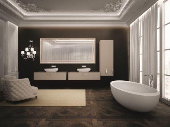 Grande et luxurieuse salle de bain