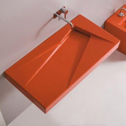 Vasque rouge avec plan vasque intégté et suspendu